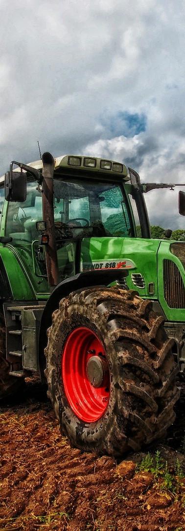 tractor-385681_1920.jpg