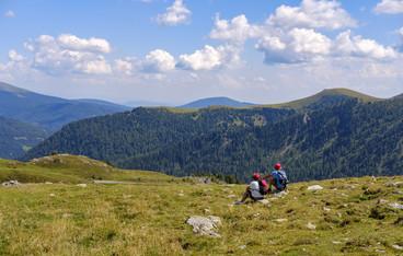 hiking-3638471_1920.jpg