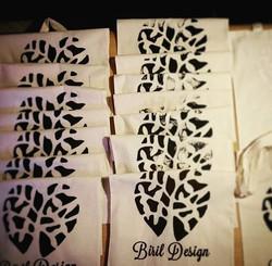 Vi har startet med silketrykk og har laget handlenett til julemarkedene fremover! Veldig morsom pros