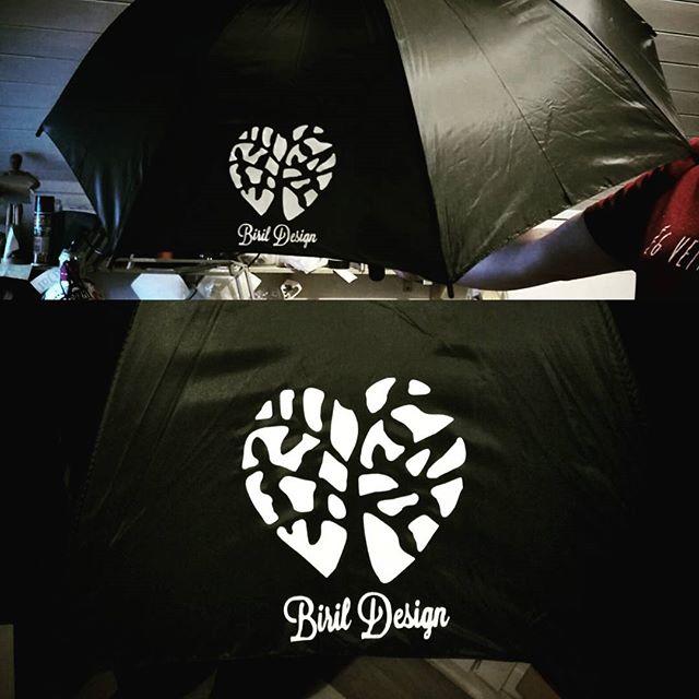Vi kan nå også trykke på #paraply #trykk #logo #birildesign #umbrella #htv #creative #reklame #livpå