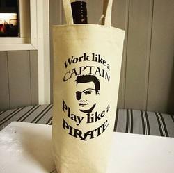 Graaaaaaatulerer med dagen _piratito ! Vi har laget en stilig vinpose til deg i anledning bursdagen!