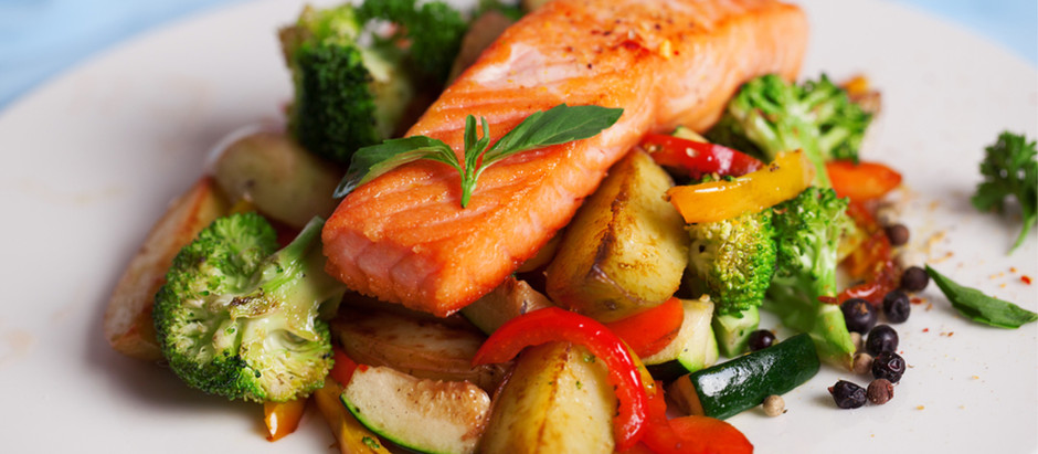 Four Ways to Help Your Senior Improve How She Eats