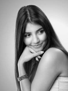 Portrait studio fille black and white