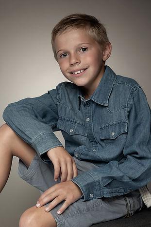 portrait studio jeune homme