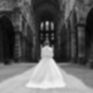 Photo d'une mariée en noir et blanc