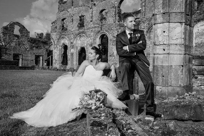 Photo d mariage : couple dans les ruines