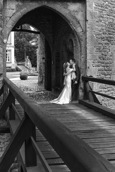 Photo de mariage devant le château de Feluy