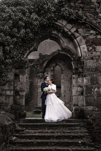 Shooting mariage dans les ruines