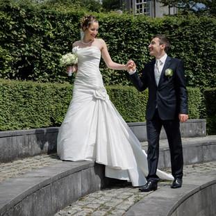 Mariés sur les marches