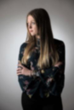 Portrait jeune femme en studio photo