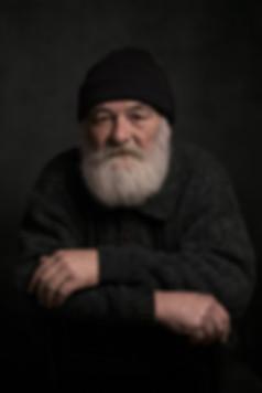 Portrait studio homme d'âge mûr
