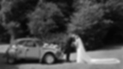 Reportagephoto de mariage avec voiture ancêtre 2cv