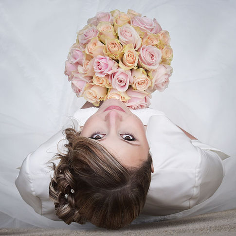 Portrait d'une mariée et son bouquet