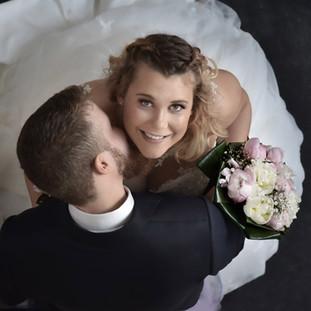 Portrait de mariés en plongée