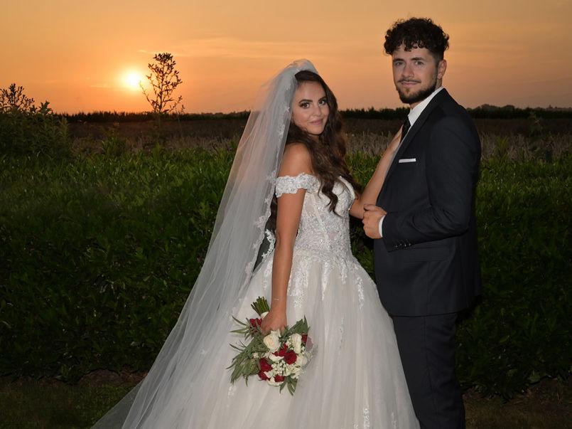 Photo de mariage avec coucher de soleil