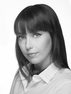 Portrait en noir et blanc en studio photo