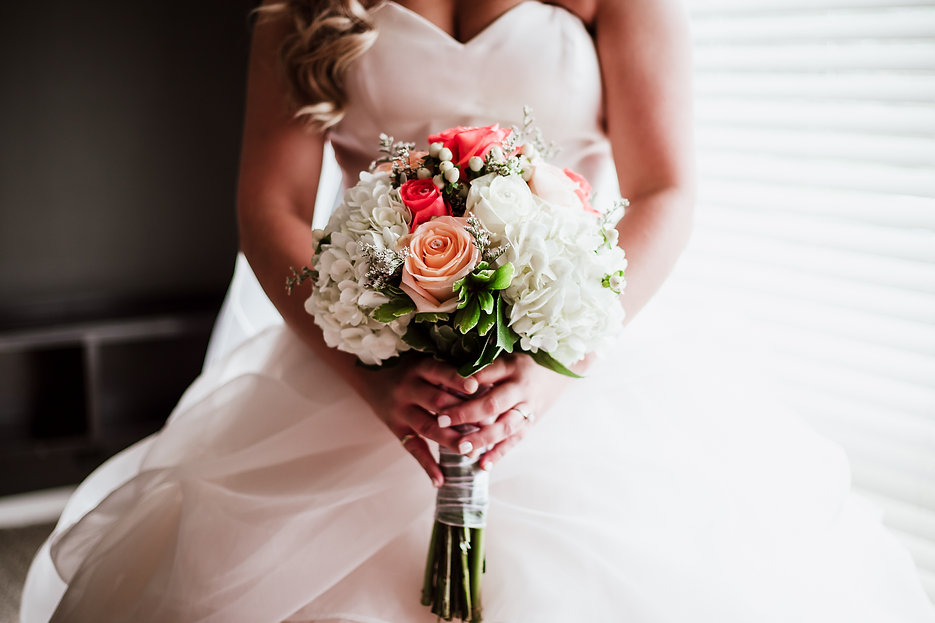 Close-up photo of bride holding bouquet in Steubenville, OH