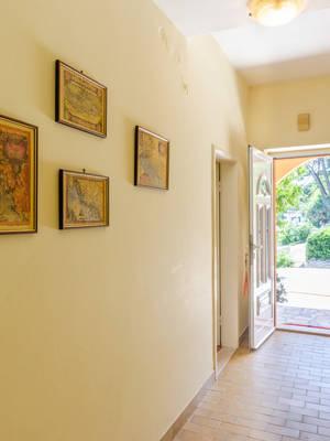 vuletic-apartment-b-hallway-02.jpg