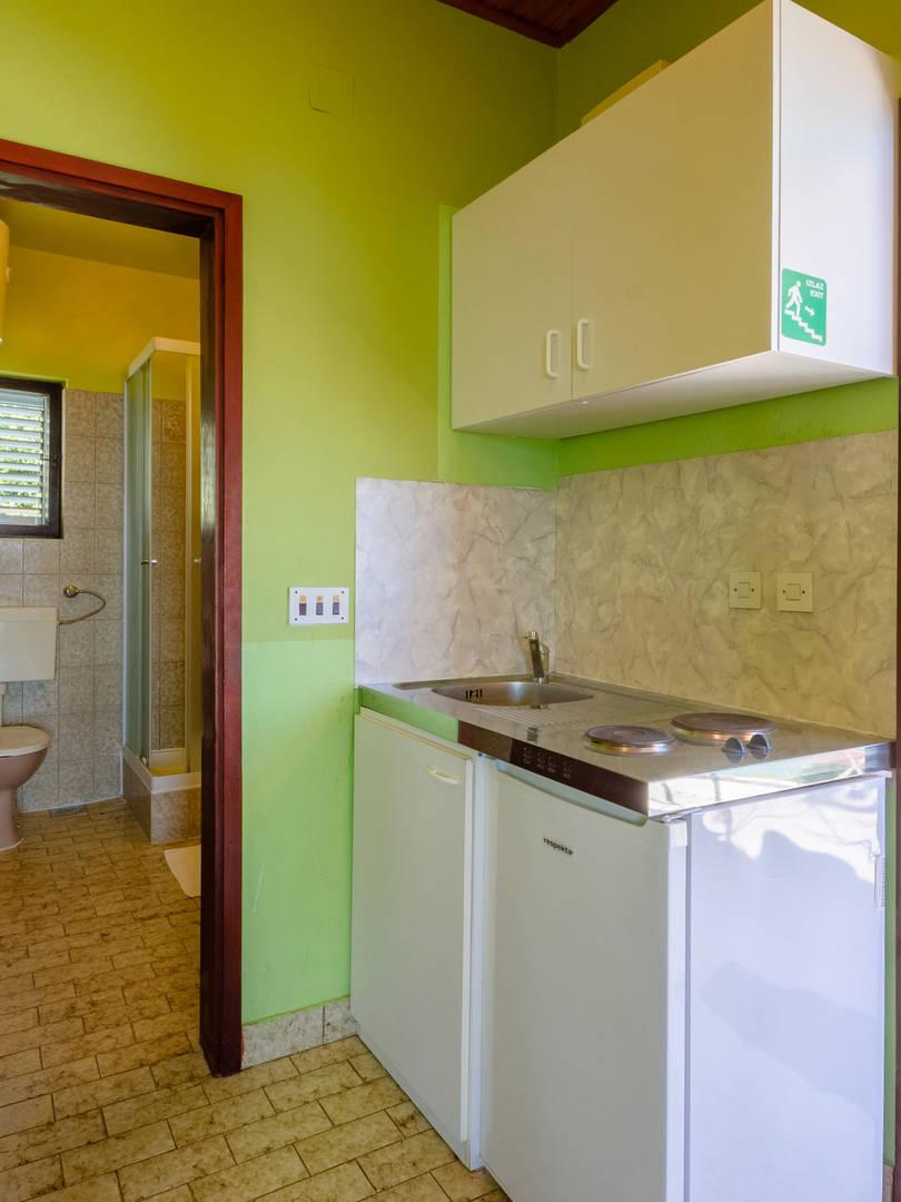 vuletic-apartment-c-kitchen-01.jpg