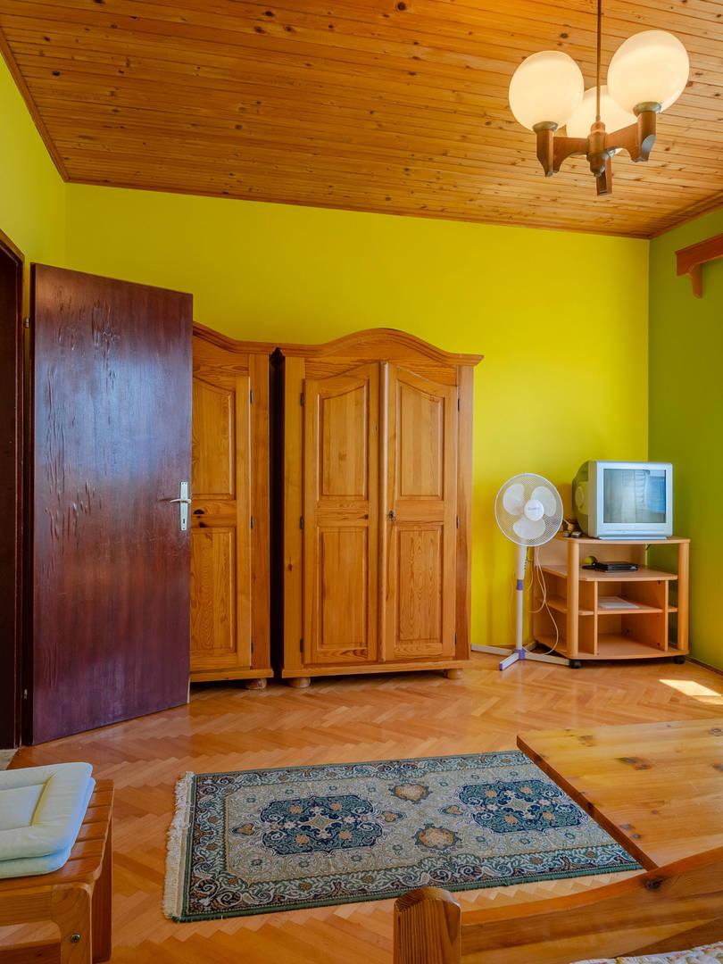 vuletic-apartment-c-bedroom1-05.jpg