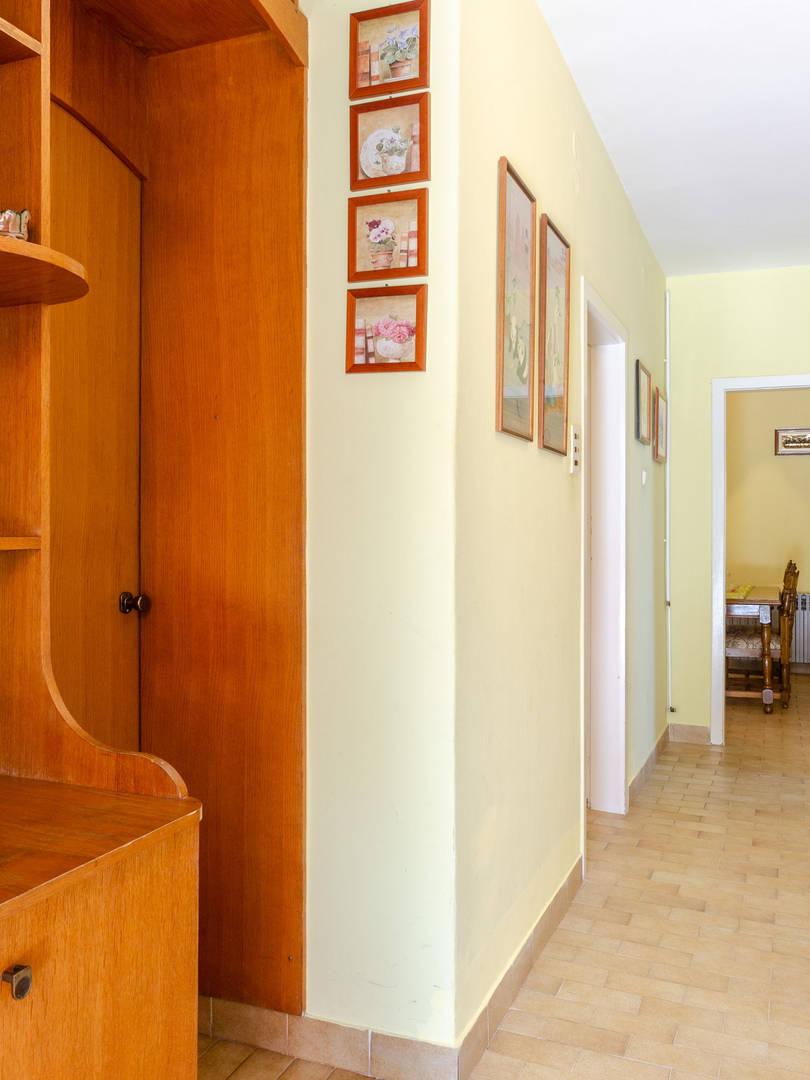 vuletic-apartment-b-hallway-01.jpg