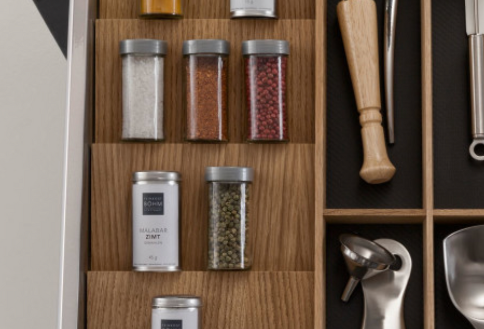 Q Box Luxe 3- cutlery divider with spice rack
