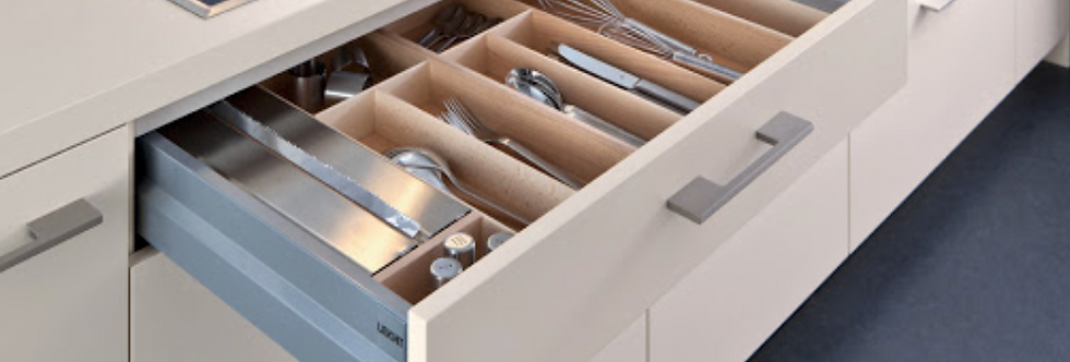 Beech wood cutlery divider with foil holder