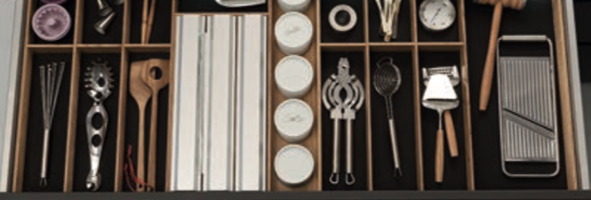 Q Box Luxe cutlery divider with foil compartment and spice jars