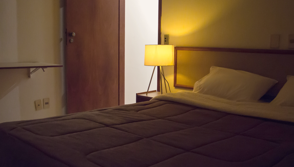 quarto flat padrão iluminação noturna 27