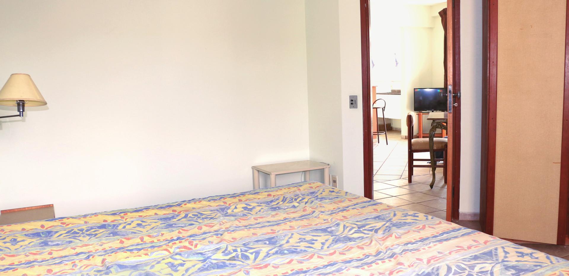 quarto flat amplo visao sentido sala.JPG