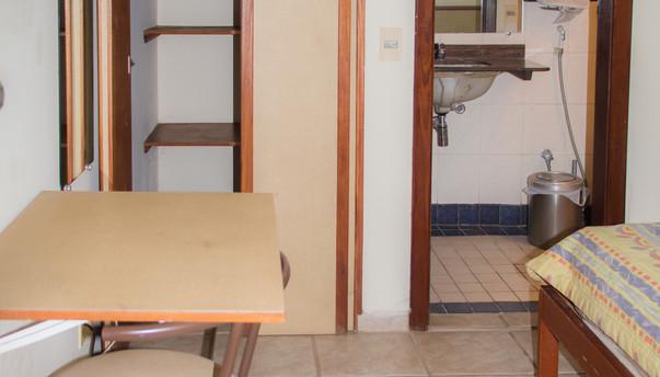 IMG_2897 parcial quarto armario.jpg