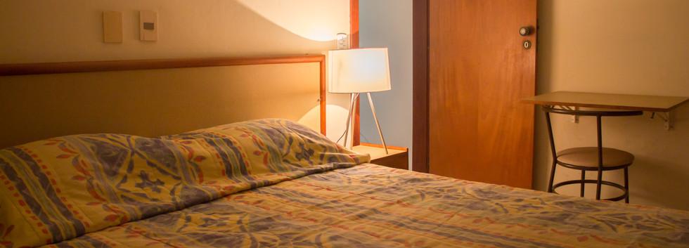 IMG_2903 quarto cama noturna.jpg