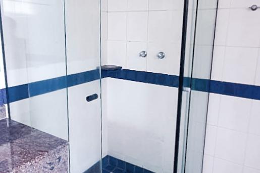 banheiro suíte padrão box chuveiro.png