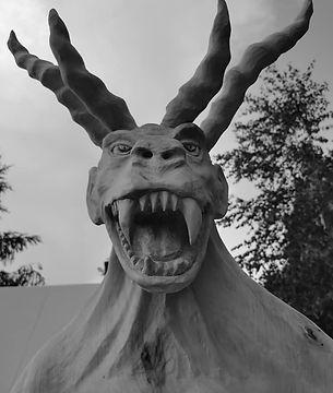 Bies - rzeźba Grodu Foluszek