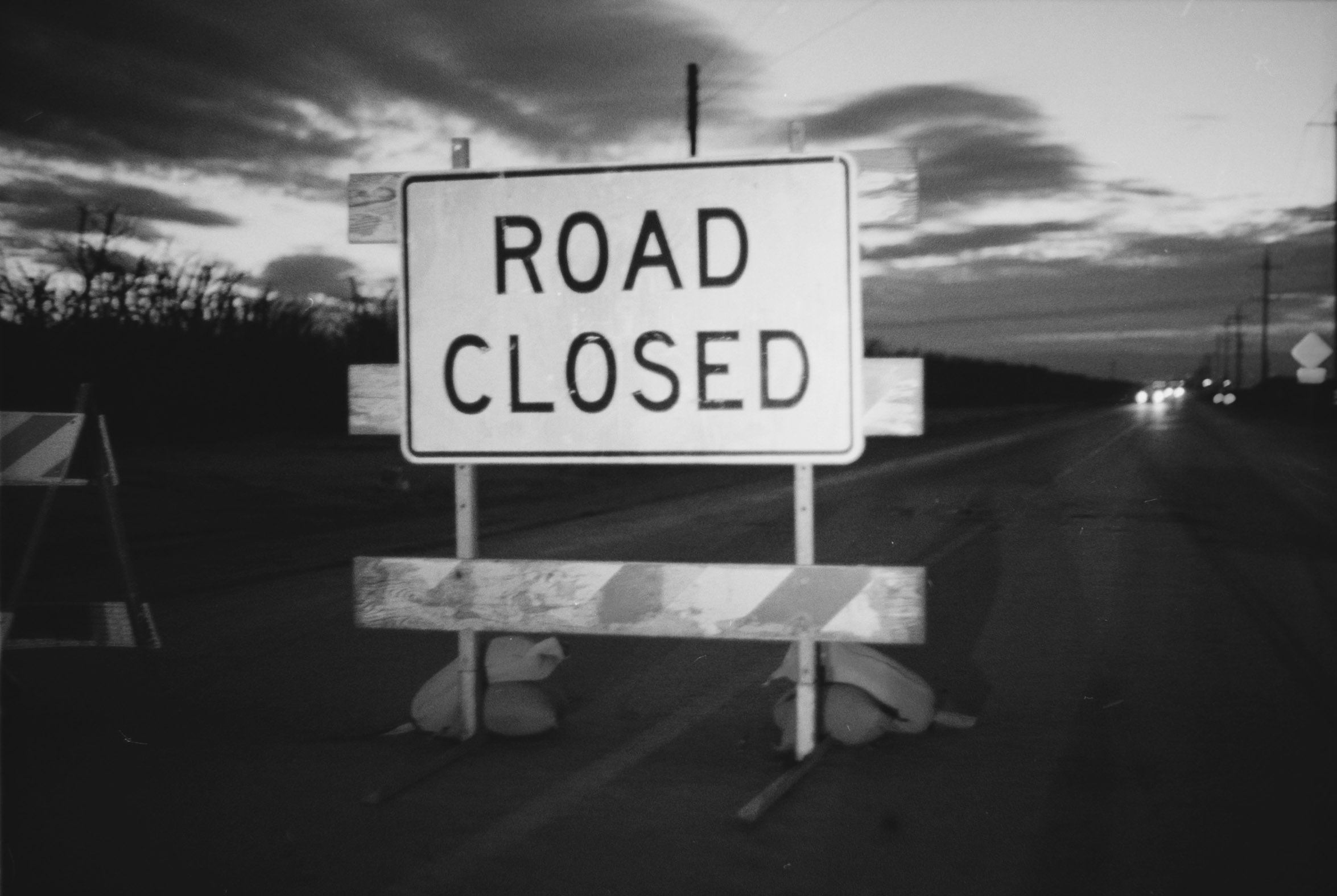 ROAD_CLOSED_BW