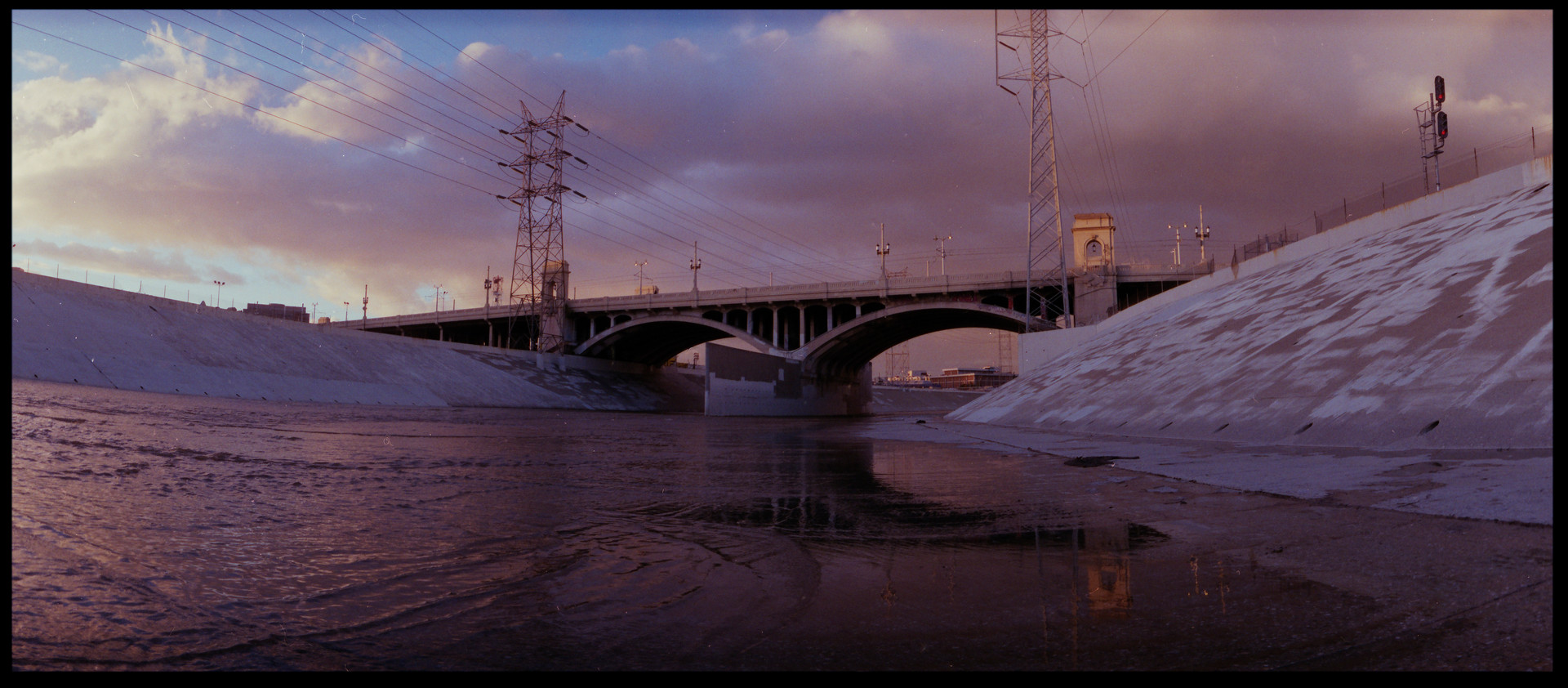 LA_RIVER_WIDELUX.jpg