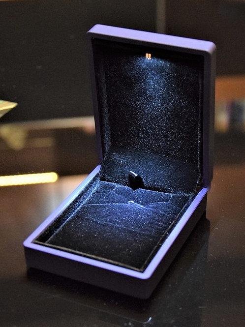 Škatlica za zaščito in shranjevanje kamnov z LED lučko
