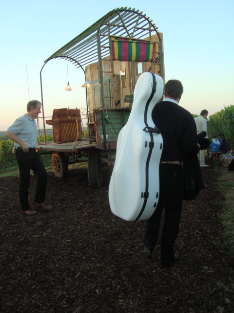 RR 14 Musiker treffen ein