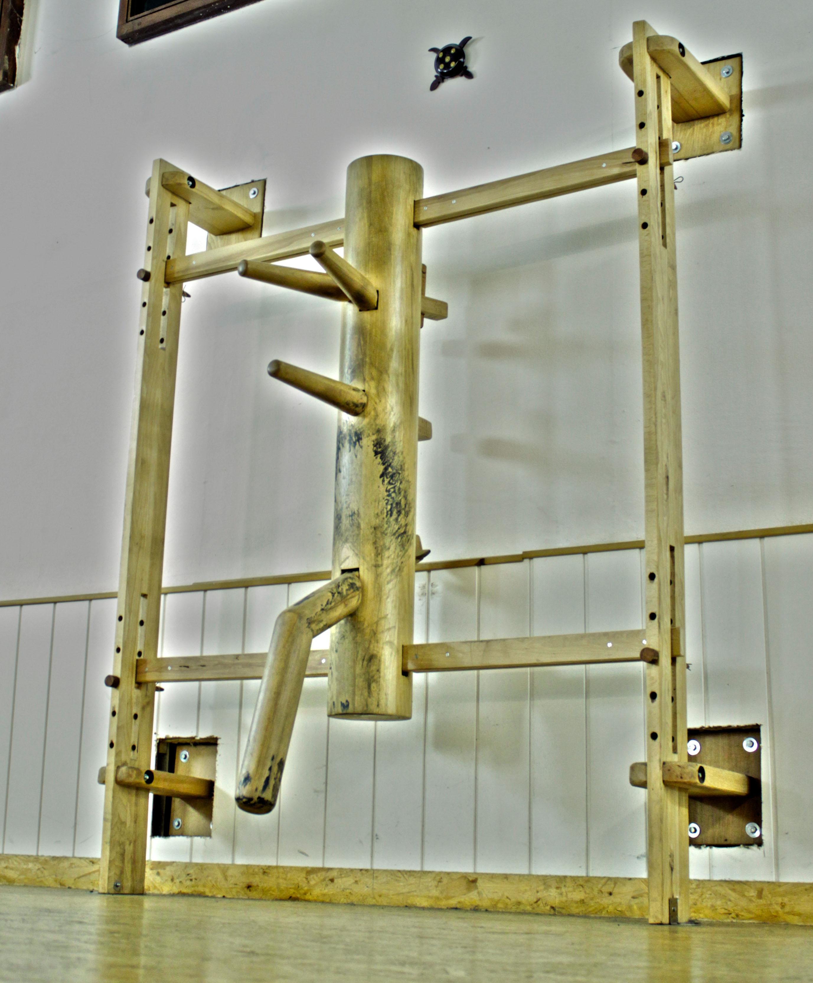 Kampfkunst und Selbstverteidigung Fachschule für Wing Tsun Würzburg - Holzpuppe 01