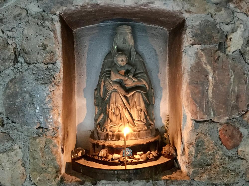 Maria mit Jesuskind in der Mariengrotte