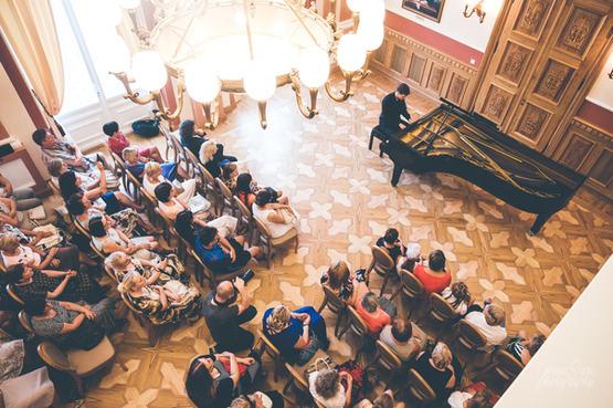 Adomas Morkūnas-Budrys performs Beethoven