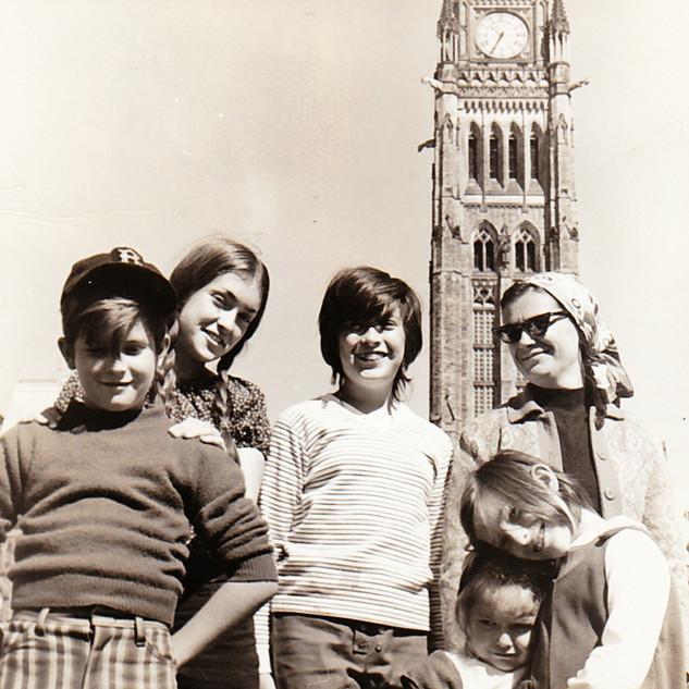 Lee, Beth, Lisa, Amy, Nancy and Mom