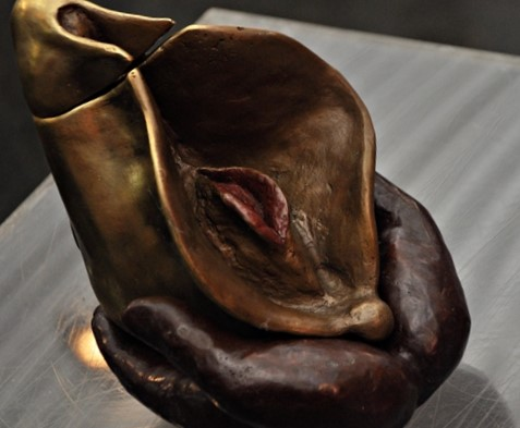 35.8 Vulva (16hx20x22 cm)