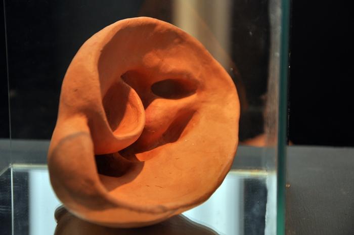 35.11 Mamaescuta (12x22x16 cm)