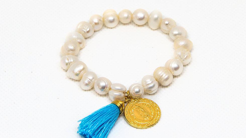 Pulsera con Perlas y Medalla