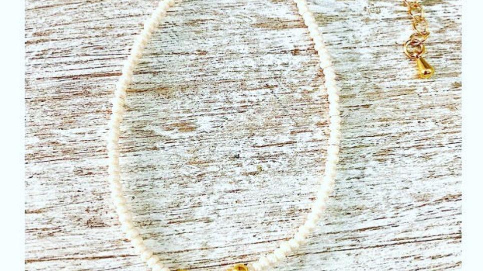 Pulsera con perlitas y chapa de oro