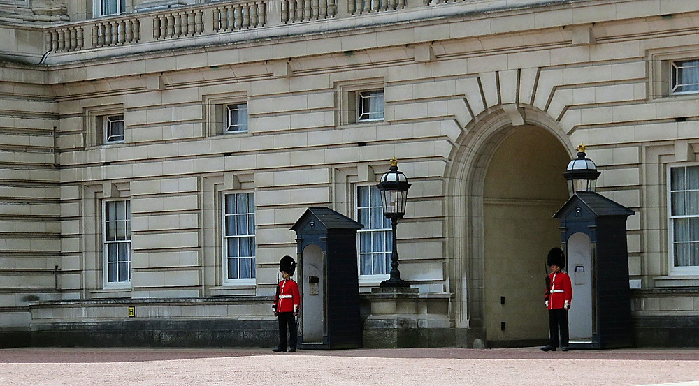 Beefeaters outside Buckingham Palace, London, England