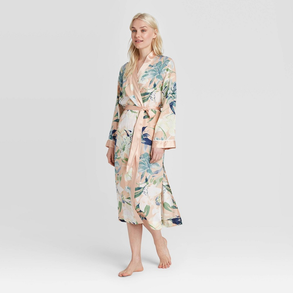 Floral kimono robe in white and coral for Mother's Day 2020