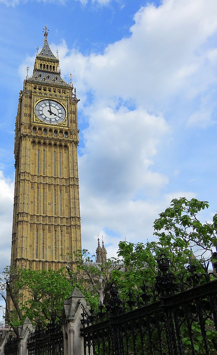 Elizabeth Tower and Big Ben, Houses of Parliament, London, England