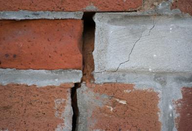 Bricks-with-crumbling-mortar-519736986_6